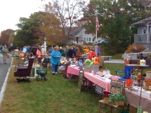 The 2nd. Annual Longest Yard Sale held Sat. October 11 was a huge success. 19 tables of goodies and treasure and a huge crowd of shoppers from all over the mid-coast. Shopping was vigorous and fun.